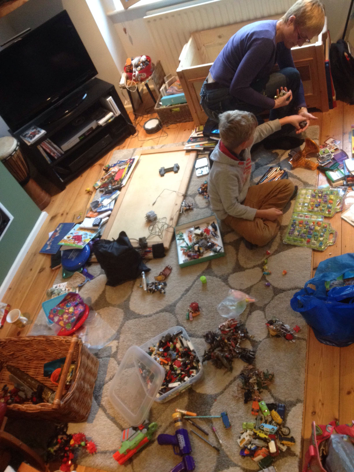 Sorting toys into sets-small